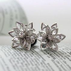 Flower Plugs Size and Up Vintage Inspired Clear w Rhinestone Gauges Size 4 2 0 00 or Pierced Wedding Bridal Prom Wear Ear Jewelry, Cute Jewelry, Body Jewelry, Jewelry Box, Jewelry Accessories, Jewlery, Cute Earrings, Vintage Earrings, Gemstone Earrings