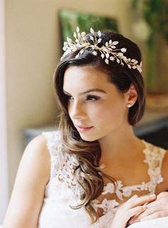 Accessori per capelli da sposa  le idee più eleganti e chic per essere  perfetta! 3ec3d5c374cc
