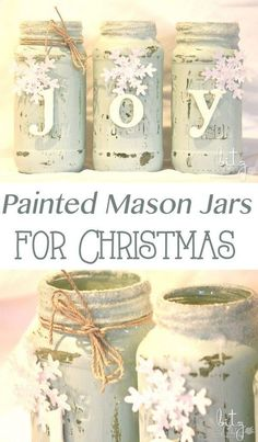 15 Easy Mason Jar Christmas Decorations You Can Make Yourself Painted Snowy Mason Jars. The post 15 Easy Mason Jar Christmas Decorations You Can Make Yourself appeared first on Crafts. Mason Jar Christmas Decorations, Christmas Mason Jars, Decorating Mason Jars, Pot Mason Diy, Mason Jar Gifts, Christmas Projects, Holiday Crafts, Christmas Diy, Ideas Decoracion Navidad