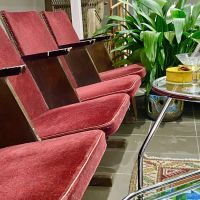 Gazdagon töltött csirkecomb Recept képpel - Mindmegette.hu - Receptek Lounge, Chair, Furniture, Home Decor, Airport Lounge, Drawing Rooms, Decoration Home, Room Decor, Lounges