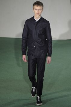 See the complete Officine Generale Fall 2016 Menswear collection.