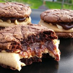 Årstidsboden: CHOCOLATE CARAMEL BUCKEYE BROWNIE COOKIE SANDWICH