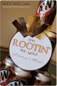 This could be made simple by just using a can of root beer with the tag. ~ Root Beer Cake - simple gift to cheer on the hubby through graduation, a new job, etc. Cheer Gifts, Team Gifts, Cheer Mom, Cheer Stuff, Cheer Treats, Football Treats, Football Spirit, Football Signs, Football Season