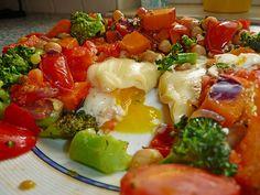 Gemüsepfanne mit Eiern und Käse, ein schönes Rezept aus der Kategorie Eier. Bewertungen: 151. Durchschnitt: Ø 4,3.