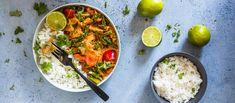 Helpossa ja nopeassa vegaanisessa kasviscurryssa maistuvat punainen currytahna ja kookosmaito. Jätä kasvikset rapsakoiksi ja lisää proteiiniksi kanaa muistuttavia soijapaloja. Noin 3,75€/annos.*