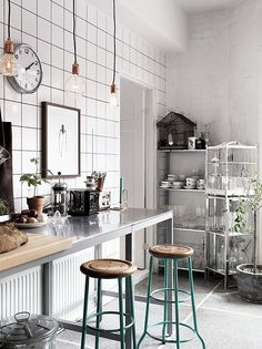 Stainless Steel Table Modern Kitchen | white tile kitchen with stainless steel table | Décor Aid