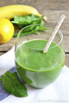Delicious green smoothie - Basic green smoothie recipe that works every time. Can be used with any kind of vegetables and fruit so you will never get tired of drinking the same thing over and over again. Although it contains of greens it tastes delicio Green Breakfast Smoothie, Best Green Smoothie, Breakfast Smoothie Recipes, Fruit Smoothie Recipes, Healthy Smoothies, Healthy Drinks, Simple Smoothies, Healthy Food, Nutribullet Recipes