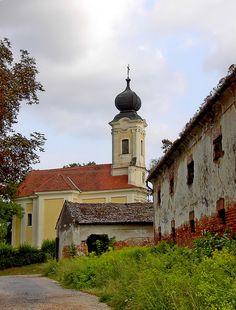 Ötvöspuszta, barokk templom és magtár Magyarország
