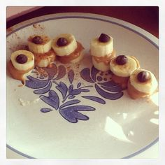 Monster Eyes Snack: almond butter between banana slices and topped with a choc chip!!