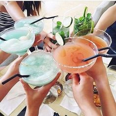 Cheers to yummy looking drinks! Summer Cocktails, Cocktail Drinks, Cocktail Recipes, Alcoholic Drinks, Beverages, Blue Drinks, Fancy Drinks, Easy Cocktails, Drink Recipes