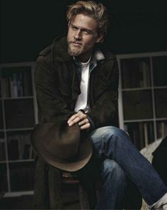 Charlie Hunnam is perfect <3