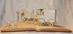 Avec l'arrivée des nouvelles technologies et du livre électronique, les bouquins pourraient bientôt devenir obsolètes. Une artiste américaine a trouvé une façon de leur donner une nouvelle vie, en sculptant leurs pages afin qu'elles illustrent...