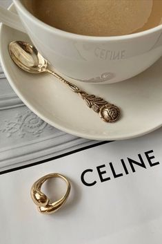 Cream Aesthetic, Aesthetic Coffee, Gold Aesthetic, Classy Aesthetic, Aesthetic Vintage, Aesthetic Photo, Aesthetic Pictures, Aesthetic Stores, Urbane Fotografie