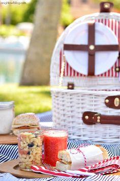 Sandwich, lemonade, salad. #梅森罐野餐 #masonjar #picnic | duo.com.tw