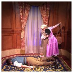 Rapunzel and Flynn at Disney World acting out a scene from the movie. (Just face down on the carpet) Disney Tangled, Disney Love, Disney Magic, Disney Fairies, Disney Princess, Disneyland World, Walt Disney World, Disney And Dreamworks, Disney Pixar