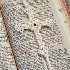Marca páginas: Cruz de ganchillo con patrón   -   Bookmark: Lacy Cross Crochet Pattern
