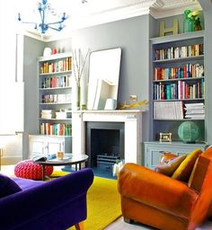 oturma odasinda hardal rengi kullanimi duvar koltuk aksesuar perde hali yastik rengi olarak uyumlu renkler (9)