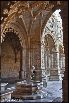 Monasterio de los Jerónimos de Santa María de Belém, se ubica en el barrio de Belém, Lisboa - Início da construção, 1502 / https://www.flickr.com/photos/46759457@N06/5874621459/in/photostream/lightbox/