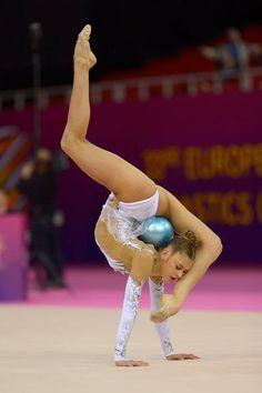 Rhythmic Gymnastics Training, Gymnastics Flexibility, Acrobatic Gymnastics, Sport Gymnastics, Artistic Gymnastics, Olympic Gymnastics, Flexibility Workout, Gymnastics Problems, Gymnastics Photography