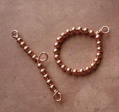 Beaded Toggle Clasp tutorial. There are many ideas here #jewelryinspiration #cousincorp