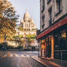 Morning around the Sacre Coeur ☀️
