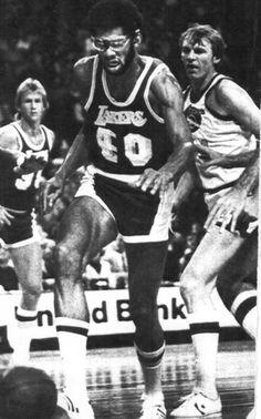 Kareem, en un encuentro con los Lakers en 1977 Showtime Lakers, Lakers Team, Kentucky Colonel, Kareem Abdul Jabbar, Denver Nuggets, Magic Johnson, Wnba, Sports Stars, Los Angeles Lakers