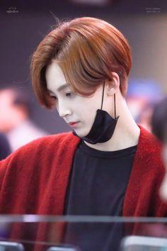 OH MH GOSH HIS HAIR AND THAT SIDE PROFILE Hoshi, Wonwoo, Vernon, Hip Hop, Choi Hansol, Boo Seungkwan, Jeonghan Seventeen, Adore U, Seventeen Debut