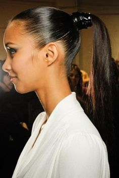 Top hairstyles for Fall High ponytails at Jason Wu. Ponytails were wild and rampant on the runways this season. At Jason Wu, models wore them thick and right on top of their heads, with some major volume. Try On Hairstyles, Ponytail Hairstyles, Straight Hairstyles, Easy Hairstyle, Hairstyle Ideas, Perfect Ponytail, Sleek Ponytail, Elegant Ponytail, Runway Hair