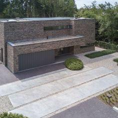Door Design, House Design, Modern Driveway, Modern Villa Design, Modern Entry, Dream House Exterior, New House Plans, Facade House, Home Design Plans