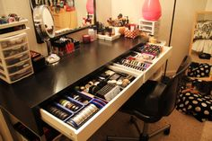 I want this makeup table for my room!