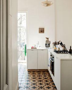 Brooklyn Interiors: The bohemian house of designer Mona Kowalska Turbulences Déco Interior Exterior, Kitchen Interior, Interior Design, Brooklyn, Country Look, Turbulence Deco, Gravity Home, Cocinas Kitchen, Bohemian House