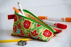 DIY Anleitung: Nähschule: Federmäppchen mit Reißverschluss // diy: how to sew a pencil case via DaWanda.com