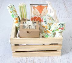 Baby Gift Basket Fox Baby Clothes Gender Neutral Baby Organic Baby Gift Basket Coming Home Gender Neutral Personalized Baby Gift Foxes Thứ cần mua Unisex Baby Gifts, Personalized Baby Gifts, New Baby Gifts, Fox Baby Clothes, Organic Baby Clothes, Wine Gift Baskets, Basket Gift, Kit Bebe, Handmade Gift Tags