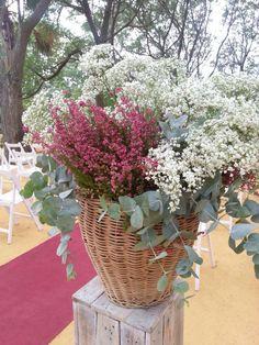Wedding flowers bouquet rustic florists new Ideas White Wedding Bouquets, Flower Bouquet Wedding, Floral Bouquets, Floral Wedding, Tropical Floral Arrangements, Dried Flower Arrangements, Dried Flowers, Garden Wedding Decorations, Ceremony Decorations