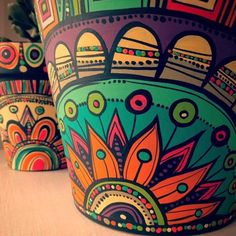 These Mandala and Zentangle Inspired Painted Clay Gardening Pots are So Cool! Not to Mention Inexpensive! I Cannot Wait to Try This Project! – Page 596234438149017911 – SkillOfKing. Painted Plant Pots, Painted Flower Pots, Pottery Painting Designs, Fleurs Diy, Art Diy, Bottle Art, Mandala Art, Diy And Crafts, Yard Art Crafts