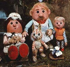 The Pogles of Pogles Wood. 'Met' them at an Oliver Postgate/Peter Firmin seminar along with Bagpuss at the National Film Theatre in London! 1970s Childhood, My Childhood Memories, Vintage Children, My Children, Kids Tv, Old Tv Shows, Ol Days, My Memory, The Good Old Days