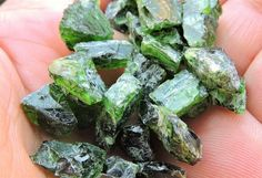 116.50ct CHROME DIOPSIDE ROUGH FROM YAKUTIA RUSSIA 25pcs