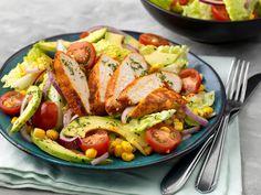 Salade met pittige kip, avocado, mais en tomaat • Verstegen Spices & Sauces Easy Diner, Salad Recipes, Healthy Recipes, Summer Salads, Ratatouille, Sausage, Good Food, Low Carb, Tasty