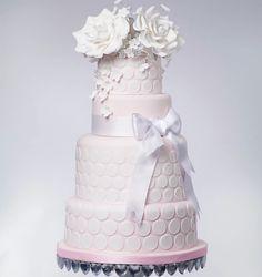 Daily Wedding Cake Inspiration (New!). To see more: http://www.modwedding.com/2014/07/16/daily-wedding-cake-inspiration-new/ #wedding #weddings #wedding_cake Featured Wedding Cake: The Brighton Cake Company