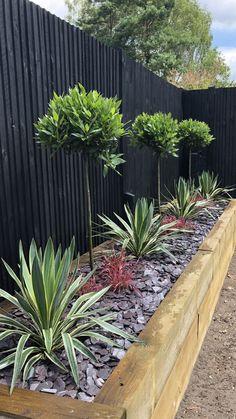 Small Backyard Gardens, Backyard Patio Designs, Small Backyard Landscaping, Back Gardens, Small Gardens, Outdoor Gardens, Large Garden Planters, Small Garden Landscape, Garden Yard Ideas