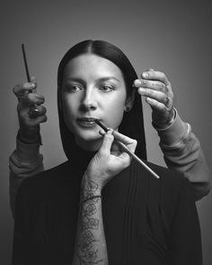 one of my favorite hair and makeup touch up shots with @caitrionabalfe