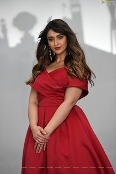 Though there is no announcement from Ileana, news is that she has separated from her husband Andrew Kneebone. South Indian Actress Photo, Indian Bollywood Actress, Indian Actress Hot Pics, Beautiful Bollywood Actress, Most Beautiful Indian Actress, Indian Actresses, Cute Beauty, Beauty Full Girl, Beauty Women