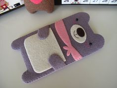 Handmade Purple Bear iPhone Case by FeltLLang Felt Phone Cases, Felt Case, Iphone 4 Cases, Diy Phone Case, Felt Diy, Handmade Felt, Felt Crafts, Diy And Crafts, Diy Y Manualidades