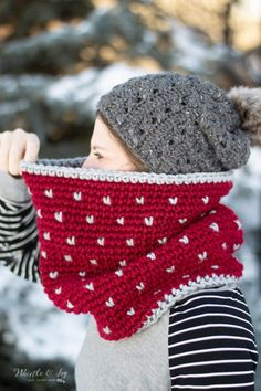 You will love how EASY the color changes are in this beautiful crochet knit-look cowl. It's made with chunky yarn so it works up quickly, and it's so cozy! Head over to get the free pattern. modern Crochet Knit-Look Cowl - Free Crochet Pattern Loom Knitting, Knitting Patterns, Crochet Patterns, Scarf Patterns, Knitting Tutorials, Free Knitting, Stitch Patterns, Crochet Cowl Free Pattern, Free Crochet