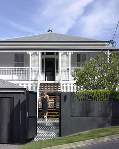 This Queenslander home re-designed by Shaun Lockyer Architects artfully showcases several distinct architectural styles that work in harmony with each other. House Paint Exterior, Exterior Paint Colors, Exterior House Colors, Queenslander House, Weatherboard House, Porches, Front Stairs, Front Fence, Brisbane Architects
