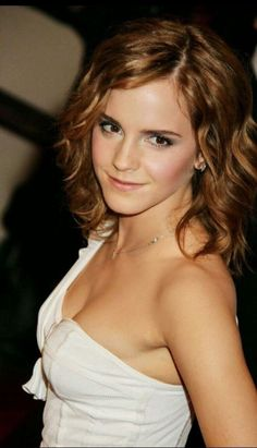 /r/EmmaWatson - For everything about the lovely and glorious Emma Watson. Emma Love, Emma Watson Beautiful, Emma Watson Sexiest, Emma Watson Body, Hermione Granger, Beautiful Celebrities, Most Beautiful Women, Beautiful Beautiful, Alex Watson