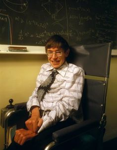 Happy birthday to physicist Stephen Hawking, born in Oxford, England, on January Seen here in a 1978 portrait by Denis Waugh. Stephen Hawking Young, Stephan Hawkings, Young Johnny Depp, Extraordinary People, Strange History, National Portrait Gallery, Physicist, Well Dressed, Old Photos