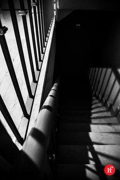2013-10-15 Sombras A casi todos los niños les asusta la oscuridad, no saber qué hay al fondo de un pasillo, de una escalera oscura… y no es por darte un hostión, es algo irracional que puedes llevar contigo toda la vida. ¿Tienes miedo a la oscuridad? Sigue el reto en: http://www.hastaelinfinitoymasalla.com/2013-reto-365/ http://www.flickr.com/photos/wienlared/sets/72157632407552968/