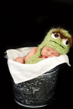 My next project for my Oscar-lovin' Teagan!  Crochet Hat Inspired By Oscar the Grouch  Custom by earlandjen, $22.00