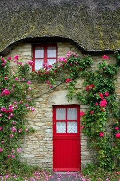 Climbing roses at this French cottage door Cool Doors, Unique Doors, The Doors, Windows And Doors, Red Windows, Front Doors, French Cottage, Cottage Style, Red Cottage